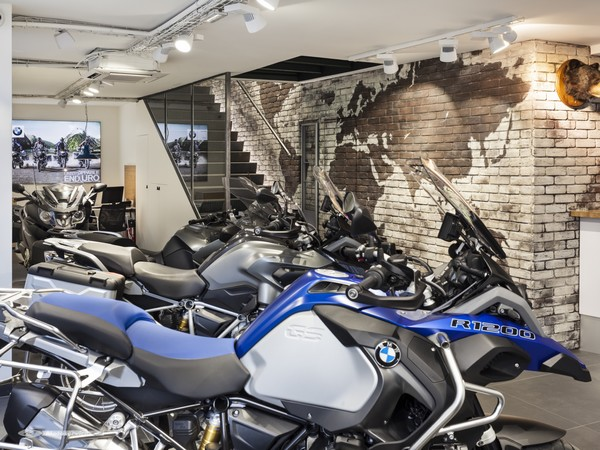 daniel motos un nouveau flagship store bmw motorrad. Black Bedroom Furniture Sets. Home Design Ideas