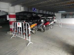 Stationnement scooter : Qui réserve le meilleur accueil ?