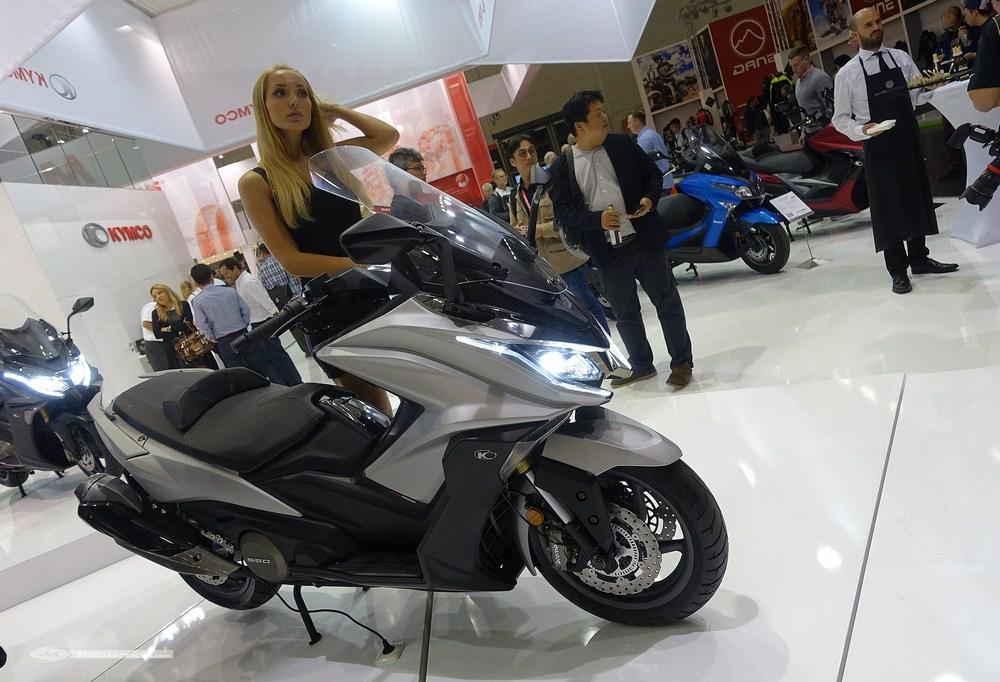 nouveaut 2017 kymco ak 550 intermot 2016 scooter dz. Black Bedroom Furniture Sets. Home Design Ideas