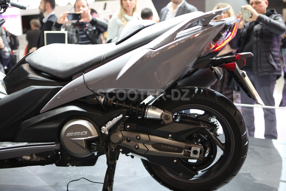 live eicma 2016 kymco le maxi scooter ta wanais ak 550 scooter dz. Black Bedroom Furniture Sets. Home Design Ideas