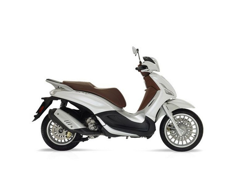 nouveau piaggio beverly 300 2016 euro4 et moins cher que le 350 scooter dz. Black Bedroom Furniture Sets. Home Design Ideas