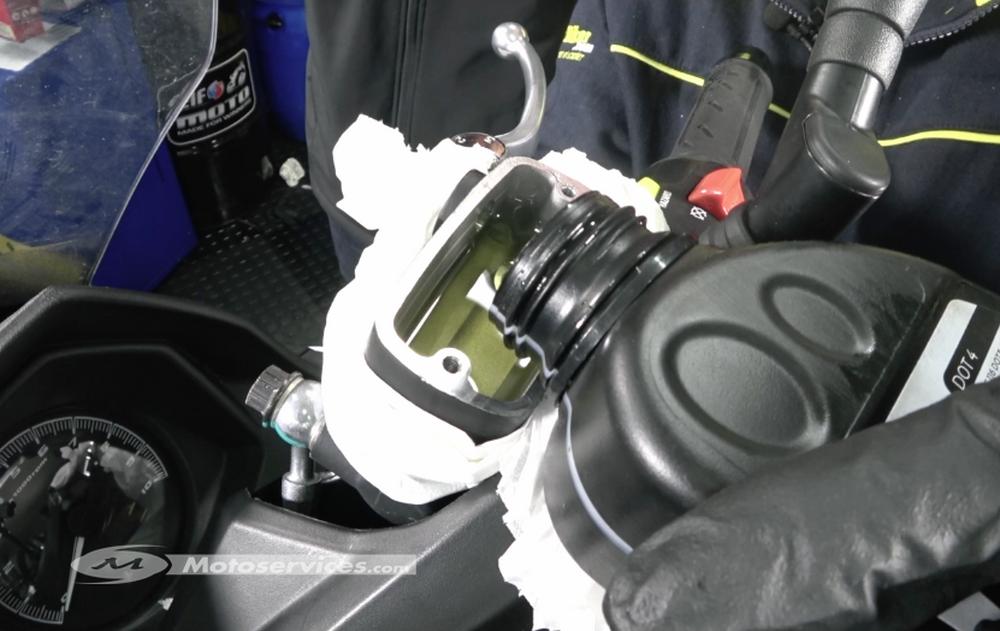 Comment faire la purge de ses freins scooter dz - Comment purger ses radiateurs ...