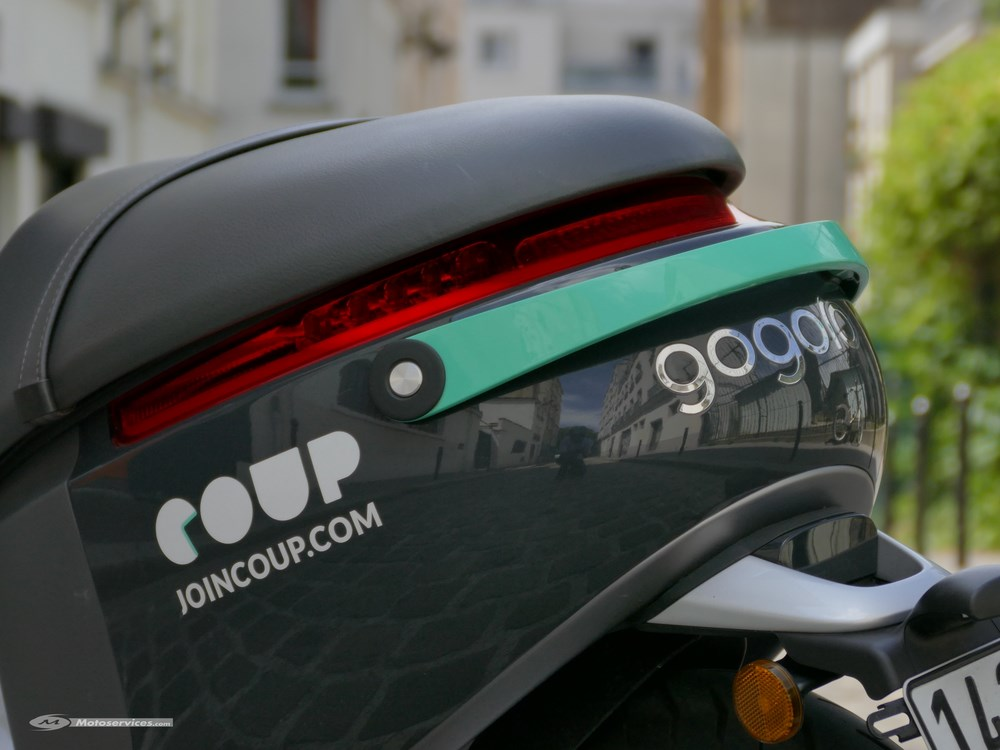 lancement des e scooters en libre service coup mon voisin gogoro paris scooter dz. Black Bedroom Furniture Sets. Home Design Ideas