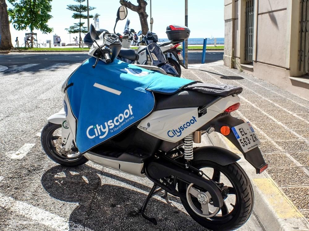 cityscoot nice en 2018 des scooters bleus sur la c te d azur scooter dz. Black Bedroom Furniture Sets. Home Design Ideas
