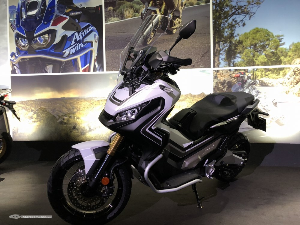 honda x adv 2018 mode gravel traction control et permis a2 eicma 2017 scooter dz. Black Bedroom Furniture Sets. Home Design Ideas