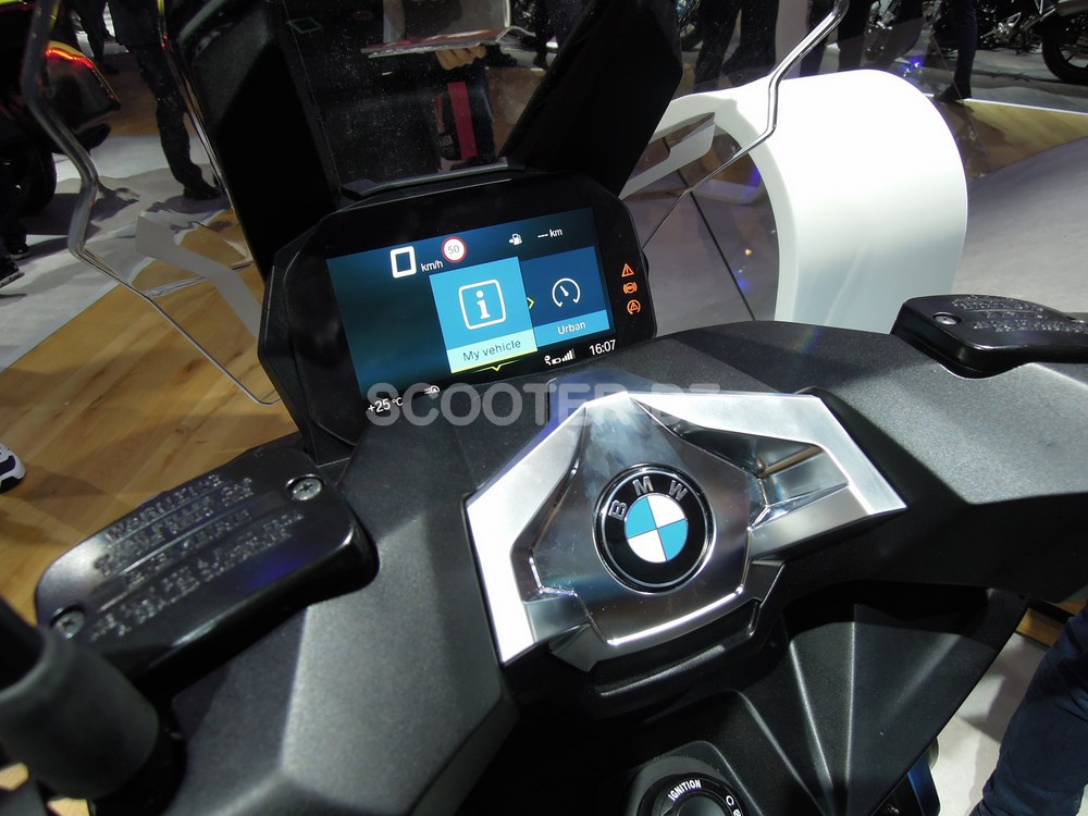 eicma 2017 nouveaut scooter bmw c 400 x scooter dz. Black Bedroom Furniture Sets. Home Design Ideas