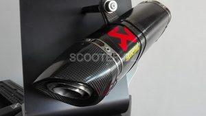 PROX4 propose les pots AKRAPOVIC pour XMax 300 et TMax 530