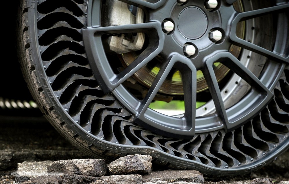 Pneu increvable Michelin Uptis : Un progrès envisageable à moto ?